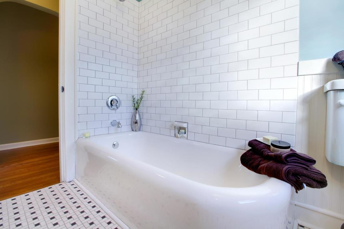 How Much Does Bathtub Resurfacing Cost?